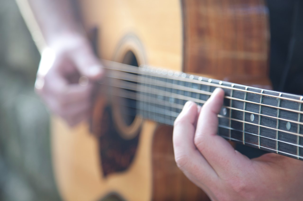 10 reasons why you should learn the guitar teach me the guitar. Black Bedroom Furniture Sets. Home Design Ideas